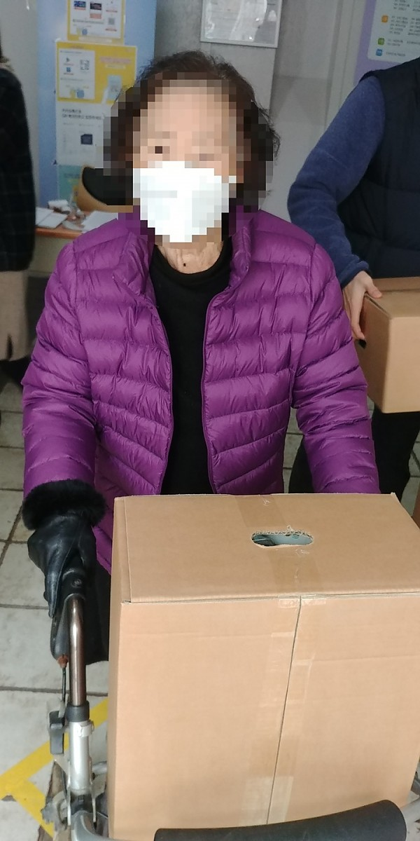 희망브리지 코로나19 재난취약가정 지원 키트 배분사진3