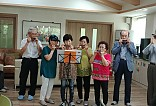 하모니카 연주모습