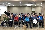 장애인식 개선활동과 배리어프리영화제 전 주민들과 사진 한장